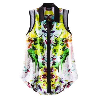 Sleeveless Blouse in First Date