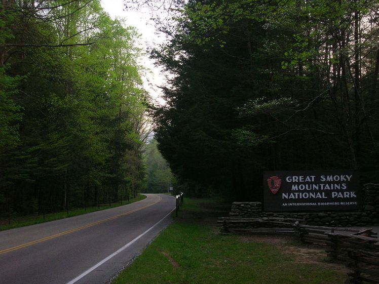 800px-Main_Entrance_to_the_Great_Smoky_Mountains_National_Park_from_Gatlinburg,_Tennessee