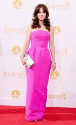 Zooey Deschanel in Oscar de la Renta // Image via Who What Wear courtesy of Getty Images