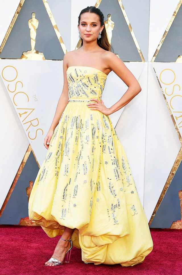 Alicia-Vikander-Oscars-Red-Carpet-2016