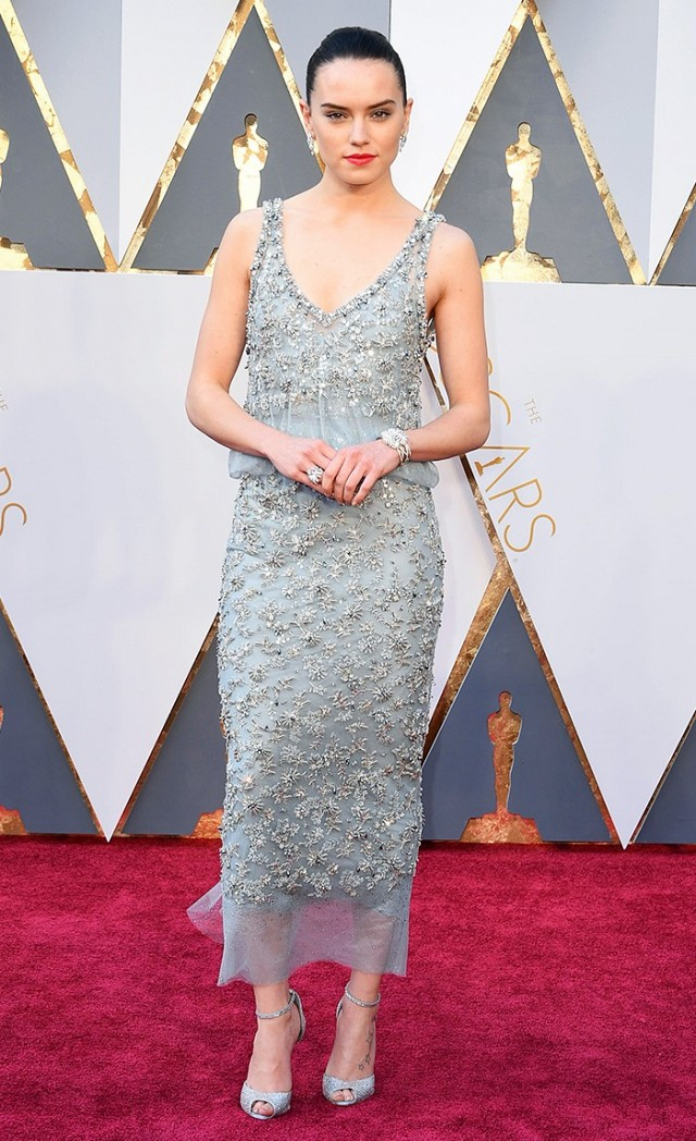 Daisy-Ridley-Oscars-Red-Carpet-2016